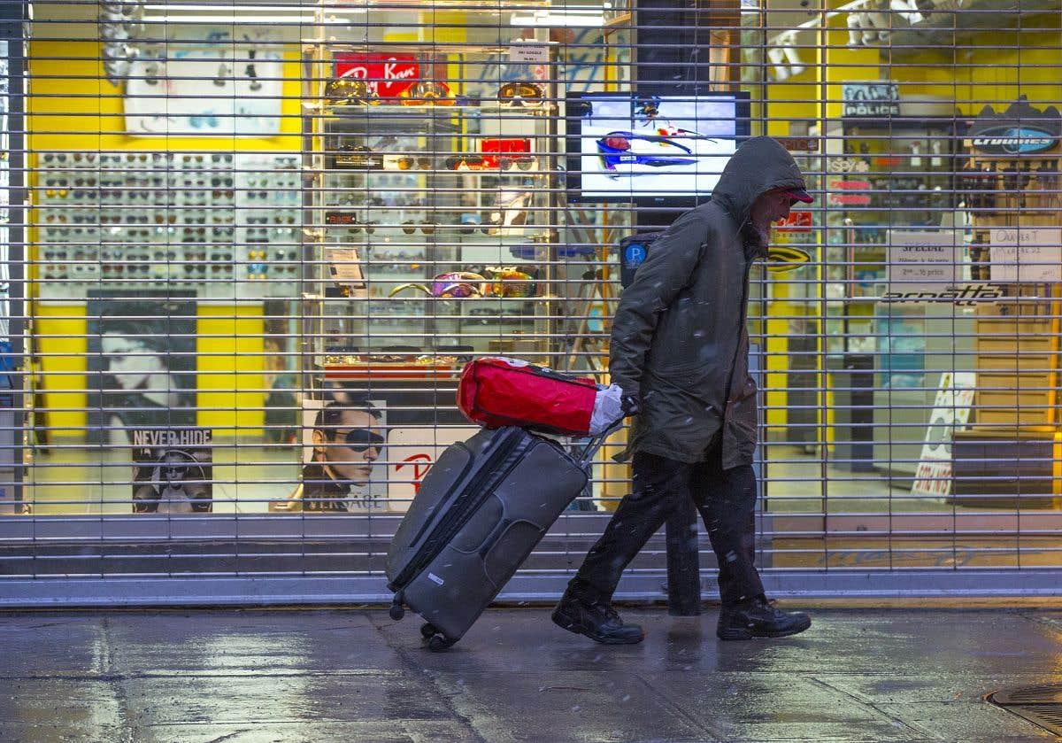 Au Québec, les commerces non essentiels fermés jusqu'au 4mai