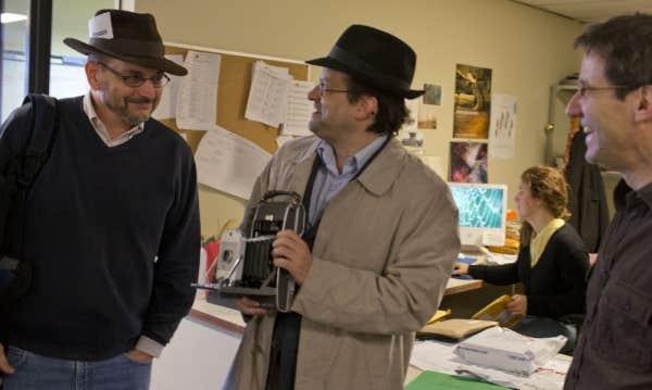 Benoît Melançon et Alexis Martin prennent leur rôle de journaliste très au sérieux.