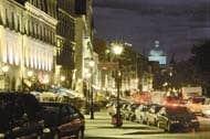 Rue de la Commune, la nuit. — Photo: Le photographe masqué