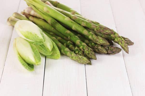 Salade d'endives aux premières asperges
