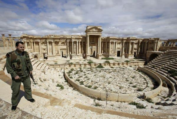 Palmyre tombe aux mains des djihadistes