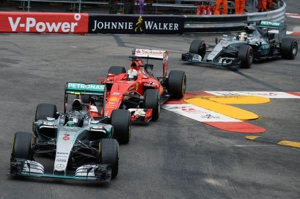 La chance sourit à Rosberg, mais pas à Hamilton