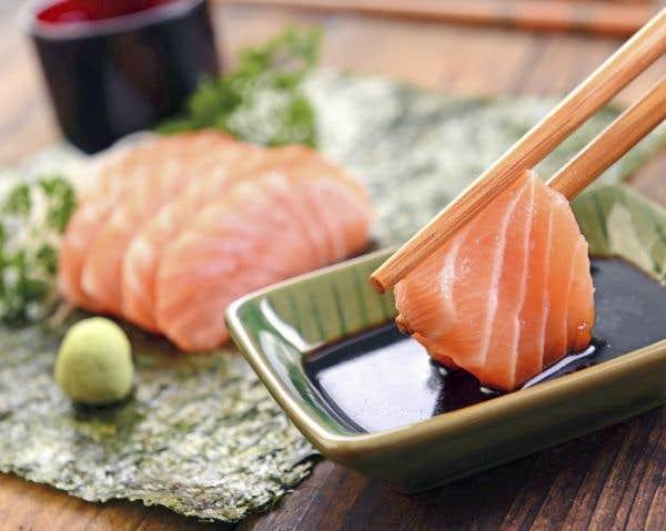 Sashimi de saumon aux algues noris