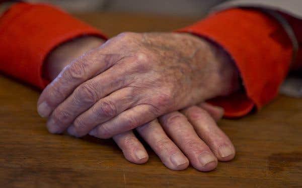 Soins de fin de vie: la Cour suprême établit un précédent