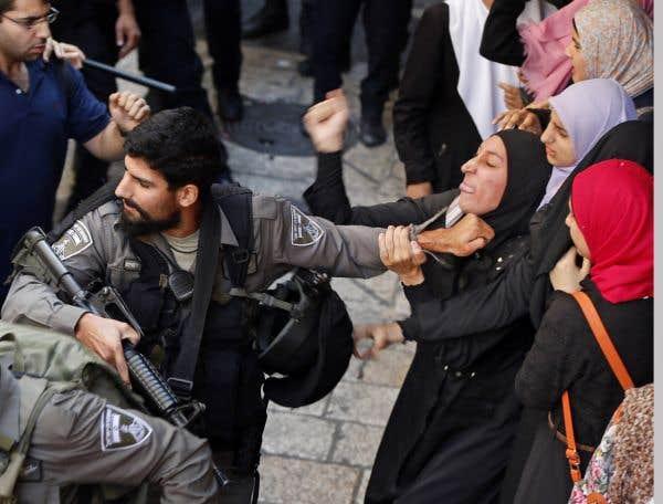 La police israélienne entre dans la mosquée d'Al-Aqsa