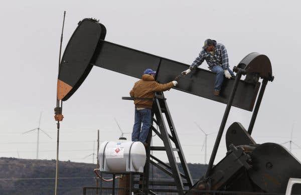 La chute des cours du brut  gruge les profits des pétrolières