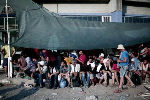 Ébranlée, l'Union européenne tente de surmonter ses divisions
