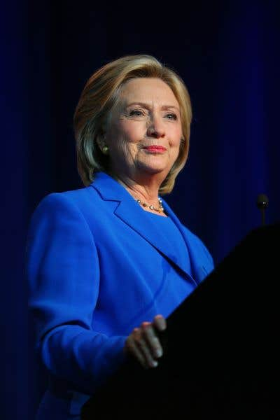 En perte de vitesse, Clinton accepte de s'expliquer