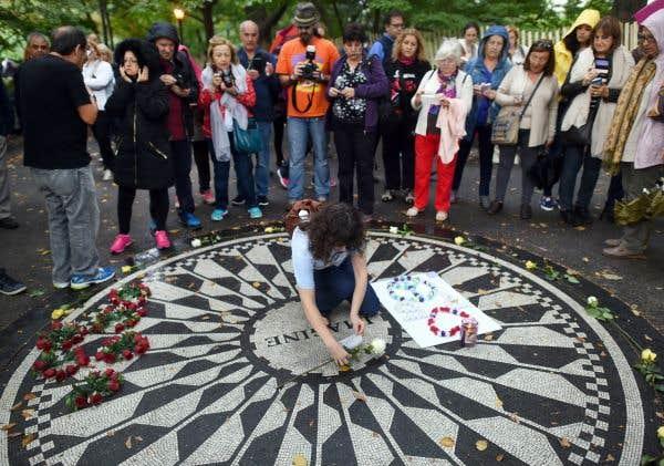 Des fans de John Lennon célèbrent en chanson son 75eanniversaire