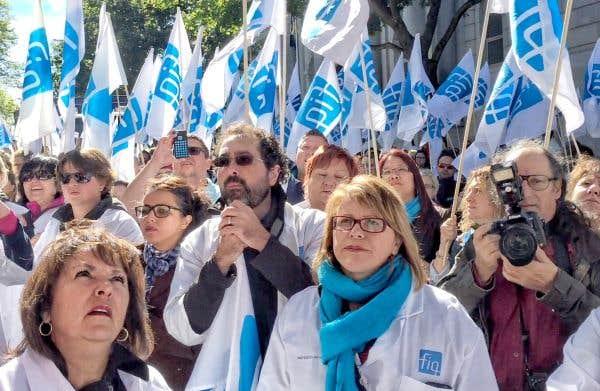 Le gouvernement revient sur sa décision d'abolir des primes aux infirmières