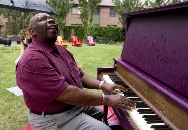 Oliver Jones a été désigné parrain du piano public du parc Sainte-Cunégonde, dans l'arrondissement Sud-Ouest, à Montréal.