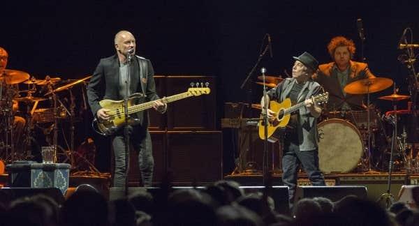 Sting et Paul Simon réunis le temps d'un concert au Centre Bell le 28 février 2014.
