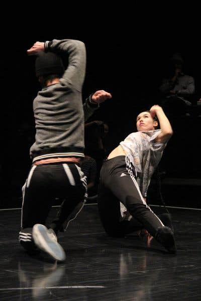 Certains affrontements de danseurs se faisaient dans un style plus contemporain, d'autres étaient plus teintés par des mouvements de hip-hop.