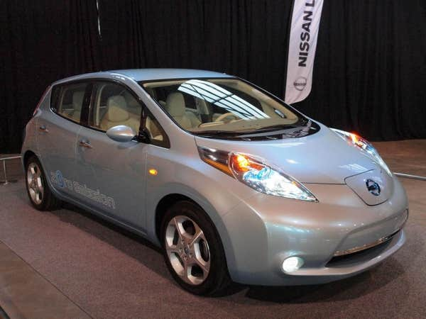 nissan leaf la premi re voiture lectrique populaire le devoir. Black Bedroom Furniture Sets. Home Design Ideas
