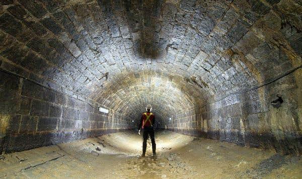 Le premier égout collecteur de Montréal, vu de l'intérieur