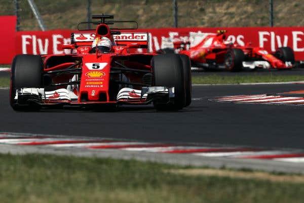 Ferrari fait le doublé, Hamilton gaspille