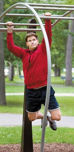 Le kinésiologue Alexandre Paré a conçu les séances d'exercices de chacune des cinq stations du circuit Trekfit, situé au parc Jean-Drapeau. Faites d'acier inoxydable et d'un béton fibré ultrarésistant, les installations se fondent dans l'environnement du parc.