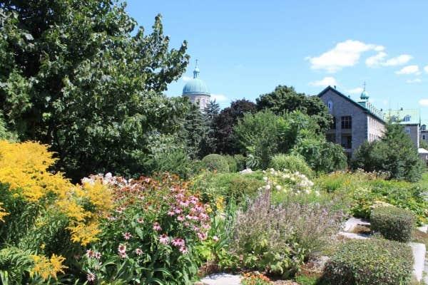 Le devoir for Au jardin guesthouse