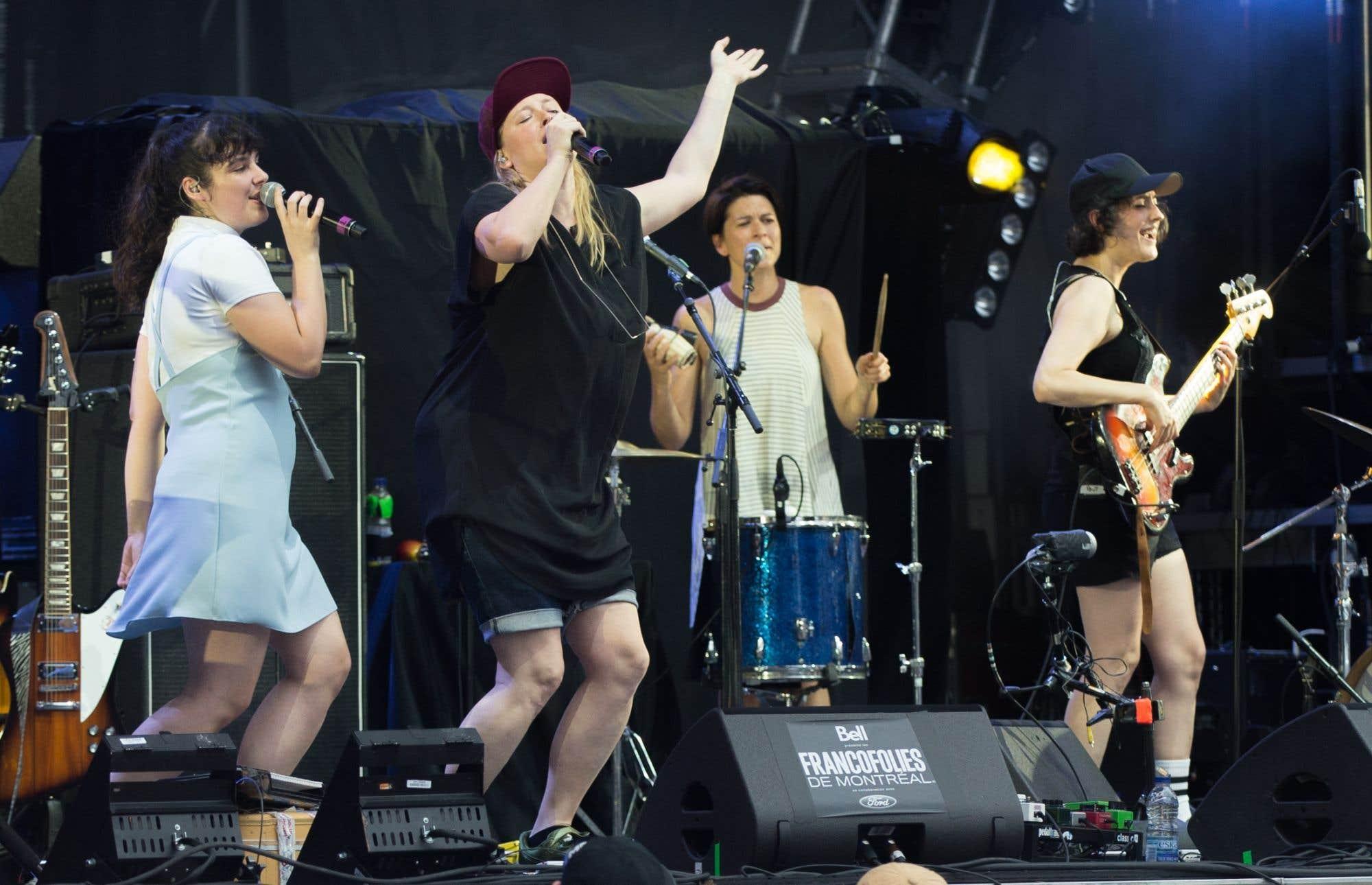 Une première en 30 ans aux États-Unis : aucune musicienne ne figure parmi les 10 artistes de l'année selon le «Billboard». Le palmarès fait écho à ceux des chansons les plus écoutées sur Spotify, aux États-Unis comme au Canada, où le mâle domine outrageusement. L'année 2017 aura été celle de l'éveil à la sous-représentation des femmes dans l'industrie de la musique, un constat qui a mené au Québec à la création du regroupement Femmes en musique et à l'inauguration du chapitre montréalais de l'association internationale Women in Music. (Philippe Renaud) 