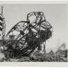 Structure tordue du magasin Odamasa, Hiroshima, 20 novembre 1945. &laquo;United States Strategic Bombing Survey, Physical Damage Division&raquo;.<br />