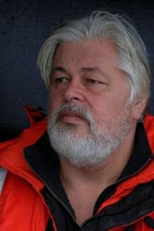 Paul Watson n'a pas la cote, non seulement chez les chasseurs de phoques, mais aussi chez lesécologistesquinele considèrent pas comme un des leurs.