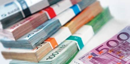 L&rsquo;euro ne valait plus hier que 1,29 dollar US pour la premi&egrave;re fois depuis quinze mois.<br />