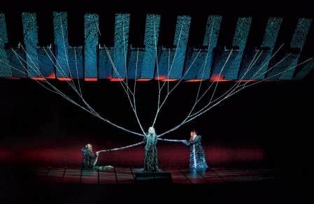 Une sc&egrave;ne du Cr&eacute;puscule des dieux de Wagner, mis en sc&egrave;ne au Metropolitan Opera par Robert Lepage<br />