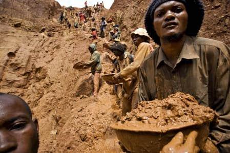 Mine d&rsquo;or au Congo. Le contr&ocirc;le des richesses mini&egrave;res du pays est l&rsquo;une des principales causes des conflits arm&eacute;s qui affligent la R&eacute;publique d&eacute;mocratique du Congo.<br />