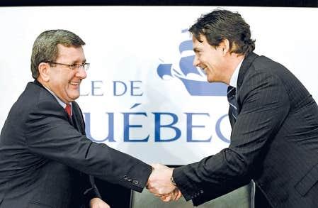 Le maire Régis Labeaume et le chef de la direction de Quebecor Pierre Karl Péladeau lors de l'annonce, en mars 2011, du partenariat entre la Ville et l'entreprise pour la gestion du nouvel amphithéâtre.