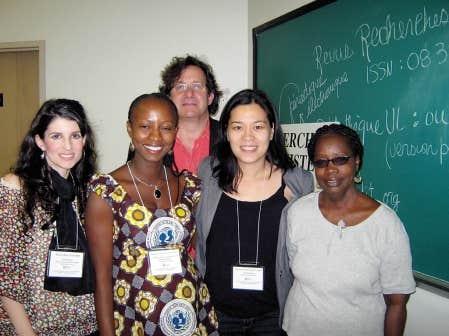 Marie-Pier Girard, Hannatou Ousmane, Myriam Ariey-Jouglard et Codou Bop, conf&eacute;renci&egrave;res, ainsi que Richard Marcoux, pr&eacute;sident de la s&eacute;ance consacr&eacute;e au travail de jeunes femmes du Sud, &agrave; l&rsquo;Universit&eacute; f&eacute;ministe d&rsquo;&eacute;t&eacute; en 2011<br />