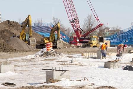 Des travaux en cours au stade Saputo pourraient &ecirc;tre &agrave; l&rsquo;origine de l&rsquo;effondrement d&rsquo;une dalle de b&eacute;ton dans un stationnement du Parc olympique. Les stationnements B1 et B2 demeurent ferm&eacute;s.<br />