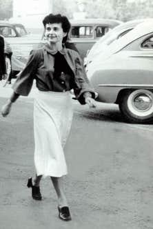 Madeleine Parent &agrave; Valleyfield, lors de la f&ecirc;te du Travail de 1948<br />