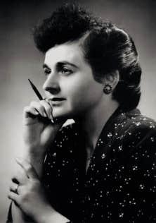 D&eacute;c&eacute;d&eacute;e hier &agrave; l&rsquo;&acirc;ge de 93 ans, Madeleine Parent a &oelig;uvr&eacute; toute sa vie pour plus de justice sociale. D&egrave;s les ann&eacute;es 1930, elle revendiquait pour les jeunes un droit d&rsquo;acc&egrave;s universel &agrave; l&rsquo;&eacute;ducation, en m&ecirc;me temps qu&rsquo;elle militait pour obtenir le droit de vote des femmes. Elle est photographi&eacute;e ici en 1949, &agrave; Montr&eacute;al, par George Nakash, l&rsquo;oncle du renomm&eacute; photographe Yousuf Karsh.<br />