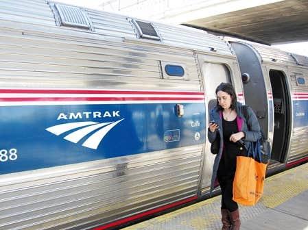 Le train Amtrak Montr&eacute;al-New York fait un arr&ecirc;t &agrave; Albany, capitale de l&rsquo;&Eacute;tat et seule grande ville du trajet. Albany est une &eacute;tape tr&egrave;s int&eacute;ressante. On peut y passer une nuit en route pour New York ou y stationner sa voiture et terminer le parcours en train.<br />