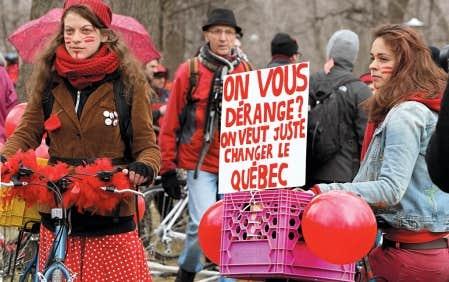 Les &eacute;tudiantes et &eacute;tudiants ont particip&eacute; &agrave; un Tour de l&rsquo;&icirc;le en rouge pour d&eacute;noncer l&rsquo;inflexibilit&eacute; du gouvernement lib&eacute;ral.<br />