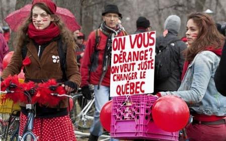 Manifestation &agrave; v&eacute;lo contre la hausse des droits de scolarit&eacute; dimanche dernier.<br />