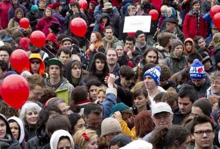 Aujourd'hui, les étudiants ont tenu un rassemblement familial à la place Émilie-Gamelin, au centre-ville de Montréal, auquel plus d'un millier de personnes ont participé, malgré une fine pluie et un temps plutôt frisquet.