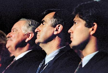 Les tenants du Oui au r&eacute;f&eacute;rendum de 1995: Jacques Parizeau, Lucien Bouchard et Mario Dumont. Aujourd&rsquo;hui, &agrave; la lumi&egrave;re des blocages li&eacute;s &agrave; la rigidit&eacute; de la formule d&rsquo;amendement, des tentatives avort&eacute;es de r&eacute;forme constitutionnelle et des silences sur cet enjeu depuis l&rsquo;&eacute;chec r&eacute;f&eacute;rendaire de 1995, les options sont plus limit&eacute;es.<br />