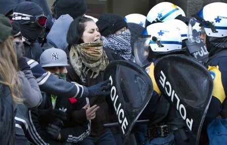 Des &eacute;tudiants et les forces de l&rsquo;ordre se sont oppos&eacute;s, hier matin, au centre-ville de Montr&eacute;al.<br />