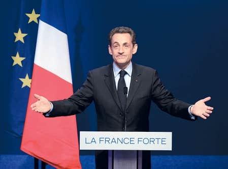 <div> Le pr&eacute;sident sortant Nicolas Sarkozy s&rsquo;adressant &agrave; ses partisans apr&egrave;s le premier tour de l&rsquo;&eacute;lection pr&eacute;sidentille fran&ccedil;aise, hier.</div>