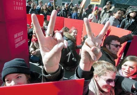 <div> Apr&egrave;s plusieurs semaines de gr&egrave;ve marqu&eacute;es par de nombreuses manifestations, les f&eacute;d&eacute;rations &eacute;tudiantes se sont assises avec le gouvernement pour trouver une issue au conflit.&nbsp;</div>