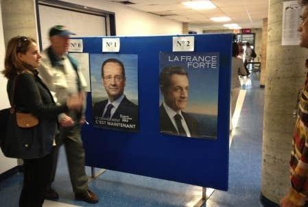 Les expatriés établis dans la métropole québécoise affluent depuis 8h au Collège Stanislas, dans l'arrondissement d'Outremont, où une vingtaine de bureaux de vote ont été aménagés.