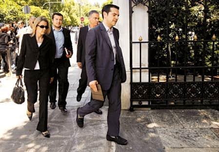 Alexis Tsipras, chef de la gauche radicale Syriza, hier, à son arrivée au palais présidentiel.