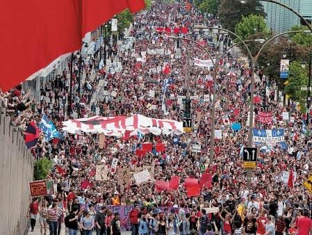 Les organisateurs estiment à 250 000 le nombre de participants à la manifestation ayant souligné les 100 jours de grève étudiante, hier, à Montréal.