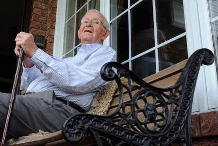 Entre 2006 et 2011, la population âgée de 65 ans et plus a augmenté de 14,1 % pour s'établir à près de 5 millions de Canadiens (soit 14,8 % de la population totale, un record).