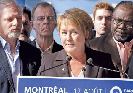 <div> Pauline Marois, vue ici aux c&ocirc;t&eacute;s du candidat dans Rosemont, Jean-Fran&ccedil;ois Lis&eacute;e, et du d&eacute;put&eacute; sortant de Bourget, Maka Kotto, promet de renforcer la loi 101.</div>