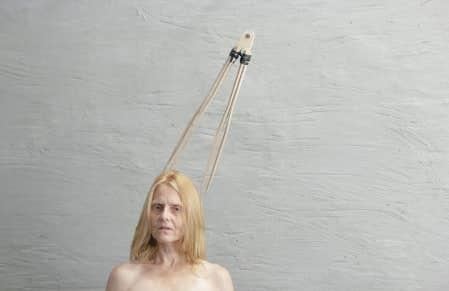 Duo femme et compas de Julie Favreau (2012), tirée d'une oeuvre sans titre qui sera présentée à Montréal/Brooklyn.