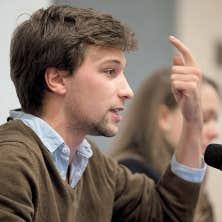 Gabriel Nadeau-Dubois réagira vendredi en point de presse devant les bureaux de son avocat à Montréal. La cause pourrait être portée en appel.