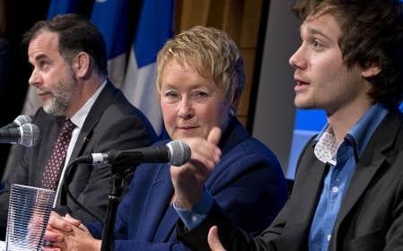 La première ministre Pauline Marois, flanquée du ministre de l'Enseignement supérieur, Pierre Duchesne, et de l'adjoint parlementaire Léo Bureau-Blouin, a dévoilé jeudi la démarche qui mènera au Sommet sur l'enseignement supérieur, un engagement du Parti québécois formulé en campagne électorale en réponse à la crise étudiante historique du printemps.