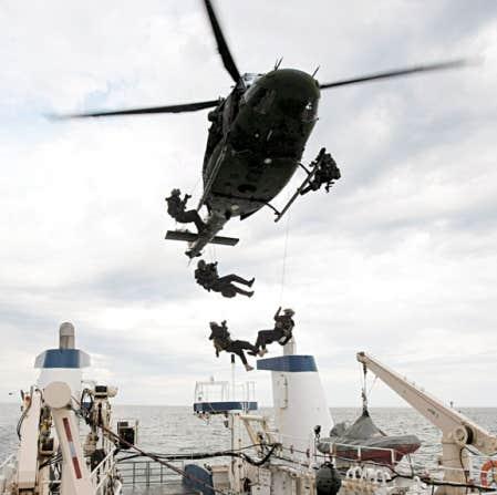 La pertinence de posséder une armée forte est loin de faire l'unanimité au Canada. Ci-dessus, une opération militaire menée dans le Nord canadien l'été dernier.